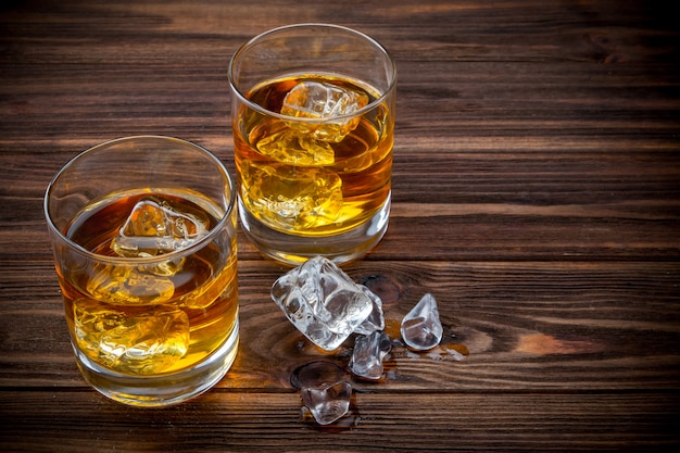 Two glasses with ice and whiskey Premium Photo