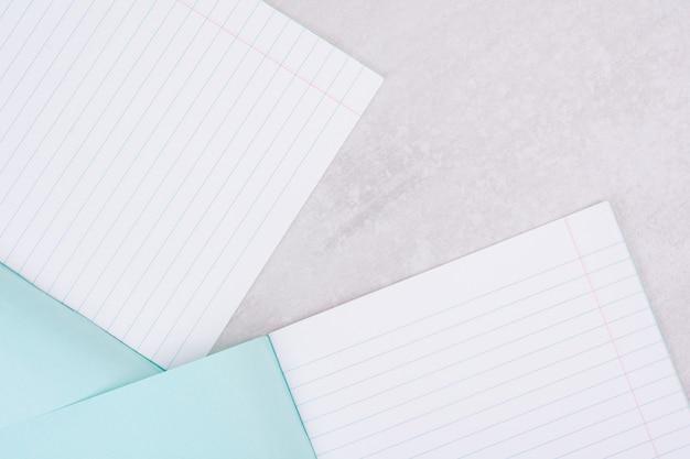 Две открытые тетради на белом. Бесплатные Фотографии