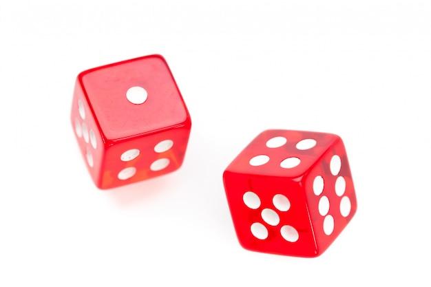 Движение двух красных кубиков Premium Фотографии