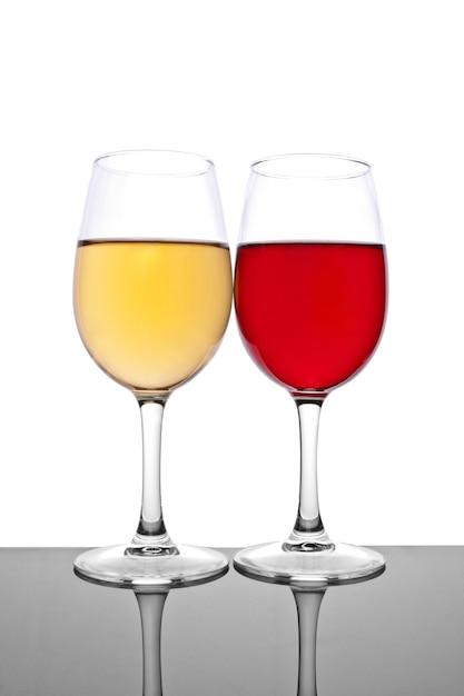 2つのワイングラス Premium写真