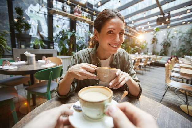 Two women chattering over coffee Premium Photo