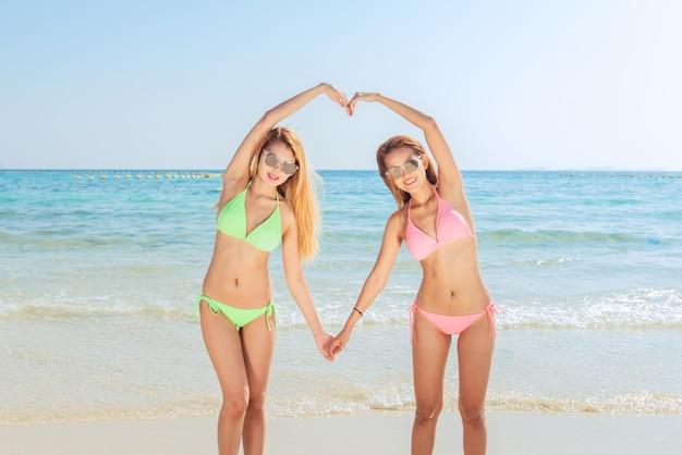 Younge asian girls in bikinies