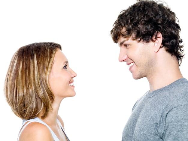 デートする2人の若者-白で隔離 無料写真