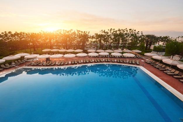 タイプエンターテイメントコンプレックス。プールとウォーターパークがある人気のリゾート Premium写真
