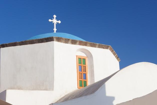 Typical blue cupola of a church in santorini Premium Photo