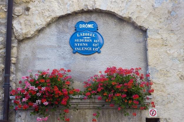 典型的には、フランスの街路標識。 無料写真