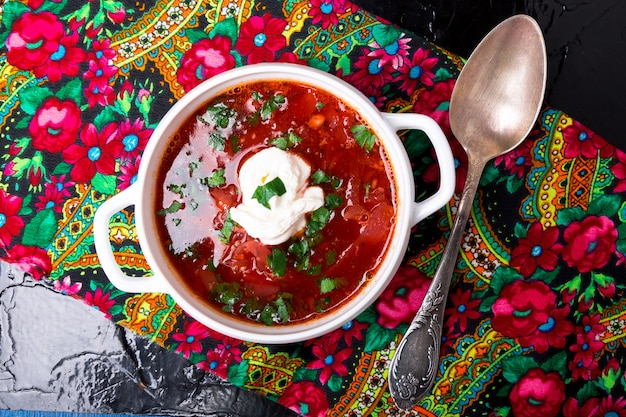 Ukrainian traditional borsch. russian vegetarian red soup Premium Photo
