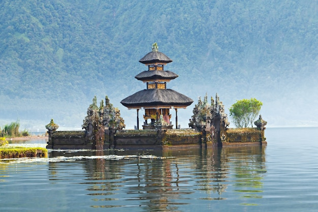 Ulun danu temple Premium Photo