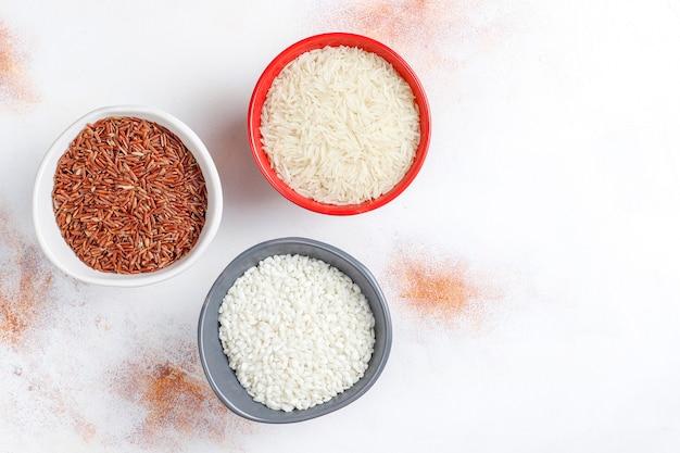 요리하지 않은 유기농 리조또 쌀. 무료 사진