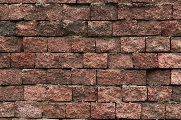 uneven-wall-cladded-with-decorative-maroon-tile_88135-12415.jpg (626×417)
