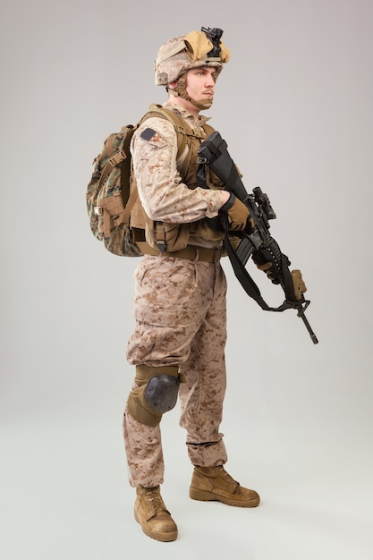 United states army  marines ranger with assault rifle Premium Photo