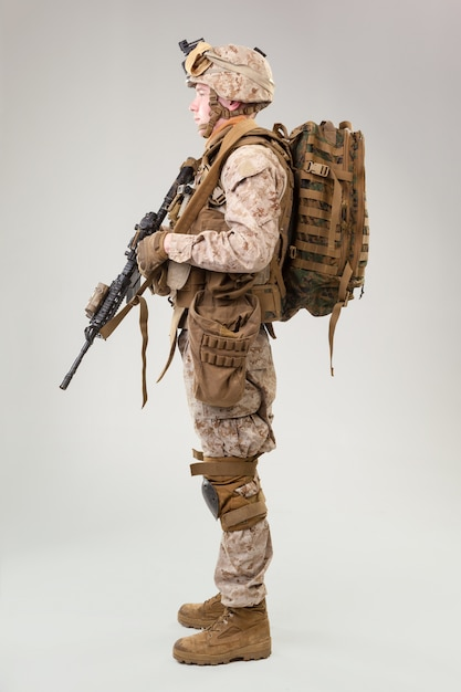 United states army  marines ranger with assault rifle Premium Photo