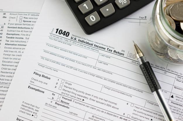 United states federal income tax return irs 1040 documents Premium Photo