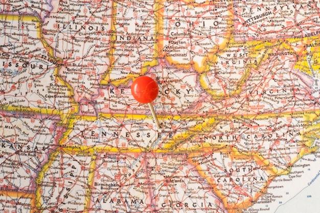 アメリカ合衆国の地図と赤いピンポイント 無料写真