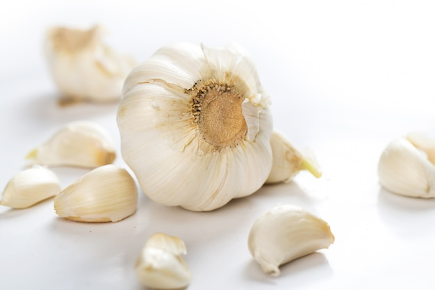 Unpeeled garlic Free Photo