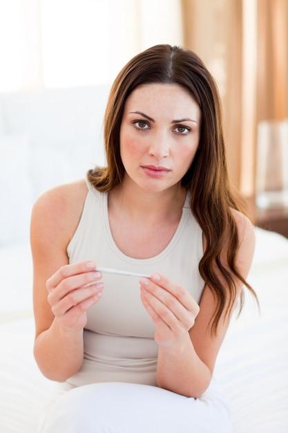 妊娠中の女性の検査結果 Premium写真