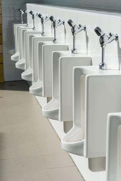 Urinal in the toilet Premium Photo