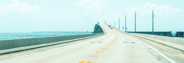 Панорама дороги us1 в ки-уэст через флорида-кис Premium Фотографии