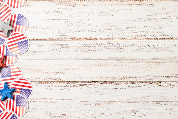 Usa flag badges and stars on white wooden textured backdrop Free Photo