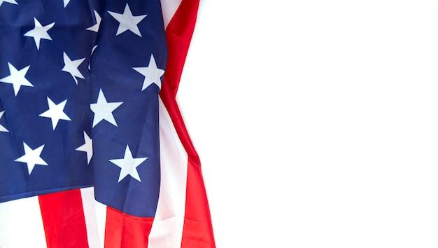 Флаг сша на белом фоне, можно использовать для дня памяти, дня труда, 4 июля и т. д. Premium Фотографии