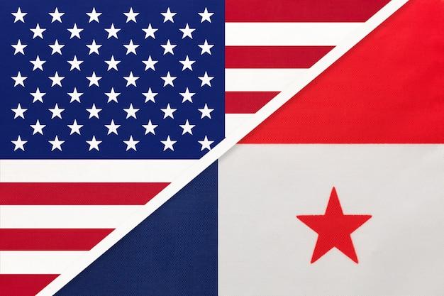 アメリカvsパナマ国旗。二国間の関係。 Premium写真