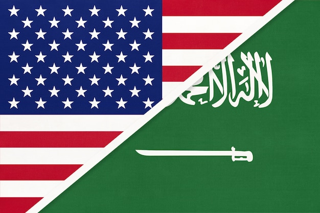繊維からの米国対サウジアラビアの国旗。 Premium写真