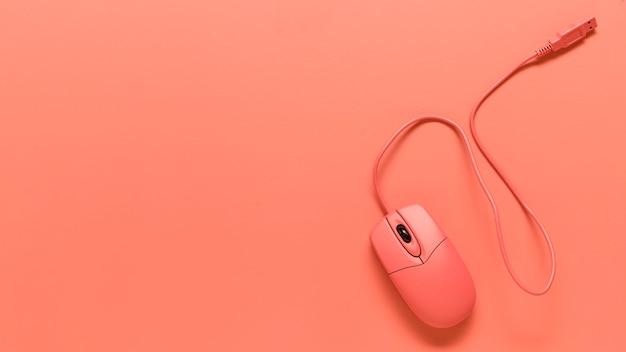 ピンクusbワイヤーコンピューターマウスの構成 無料写真