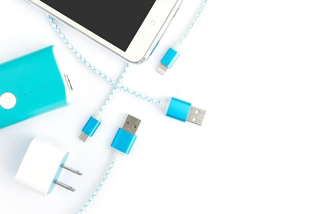 スマートフォンとバッテリーバンク付きusb充電ケーブル、上面図 Premium写真