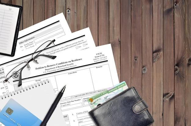 Форма uscis i-751 петиция об отмене условий проживания Premium Фотографии