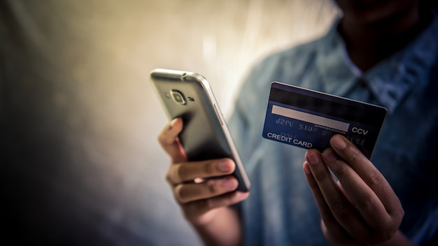 Use credit cards and mobile phones to buy - images Premium Photo