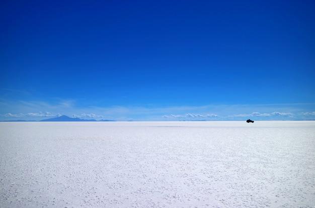Uyuni salt flats or salar de uyuni, the world's largest salt flats, in bolivia, south america Premium Photo
