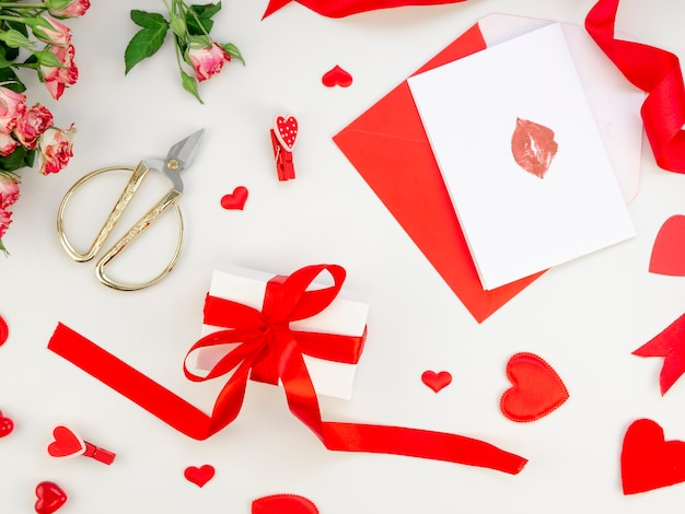 Valentine gift and cards Free Photo