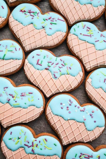 バレンタインデーのクッキーの背景 Premium写真