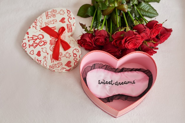 Valentine's day gift box and red roses Premium Photo