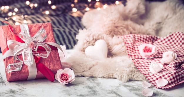 День святого валентина подарок на деревянном столе Бесплатные Фотографии