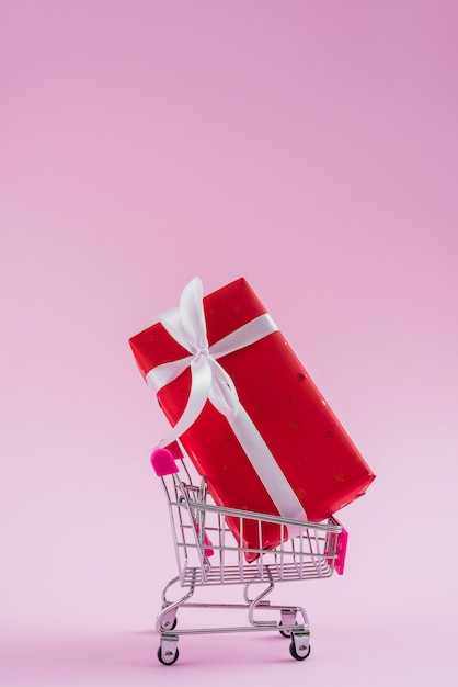 Valentine's day gift in small shopping trolley Free Photo