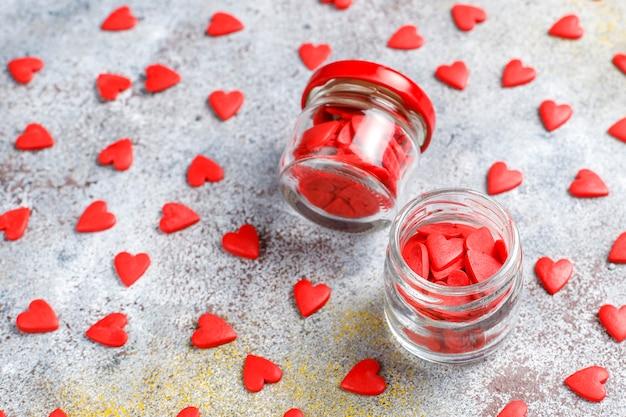 발렌타인 레드 심장 모양의 뿌리. 무료 사진