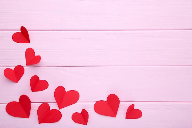 Valentines day greeting card. handmaded red hearts on pink background. Premium Photo