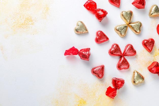 День святого валентина шоколадные конфеты в форме сердца, декоры. Бесплатные Фотографии