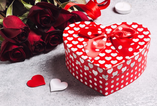 Valentines day womens mothers day red rose gift box heart shape surprise Free Photo