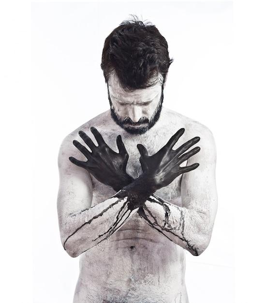 Vampiro con le mani nere Foto Gratuite