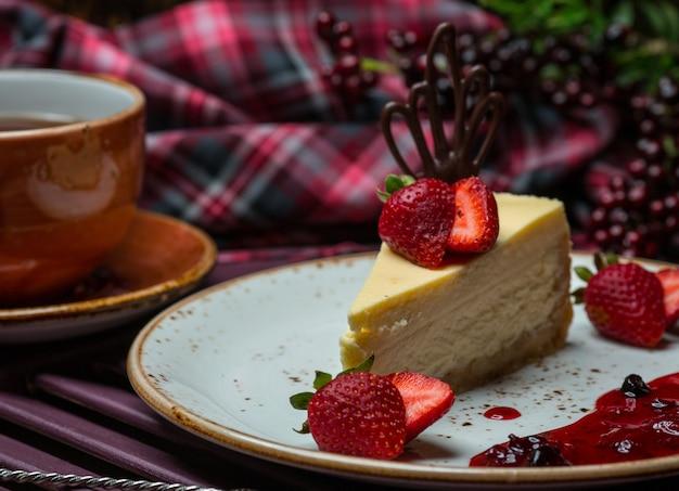 Vanilla cheesecake slice with strawberries. Free Photo