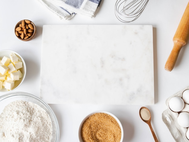 Различные ингредиенты для выпечки и кухонные принадлежности Premium Фотографии