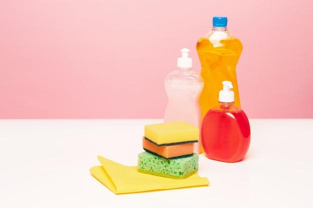 Различные бутылки с чистящими средствами Бесплатные Фотографии