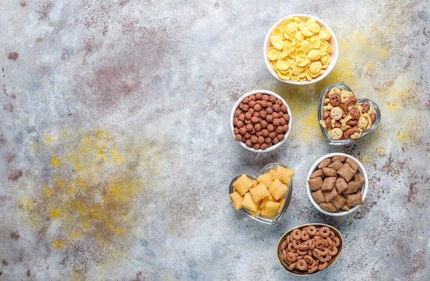 さまざまな朝食用シリアル、上面図 無料写真