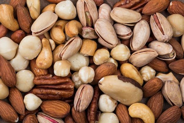 Различные органические орехи закуска фон Premium Фотографии
