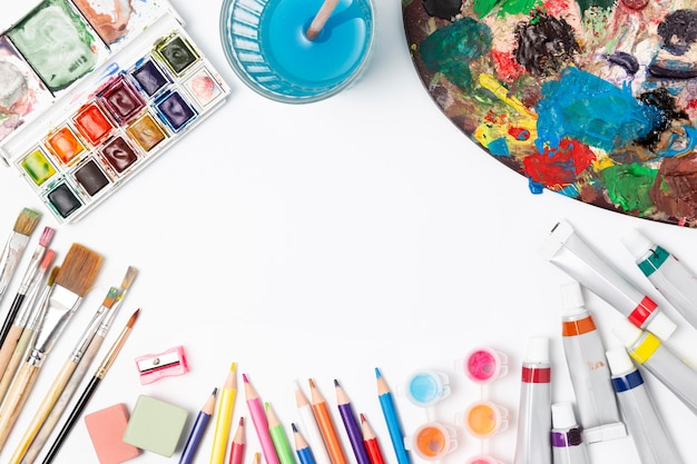 Various stationery artistic items Free Photo