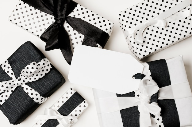 Various types of gift box wrapped in black and white design paper Free Photo