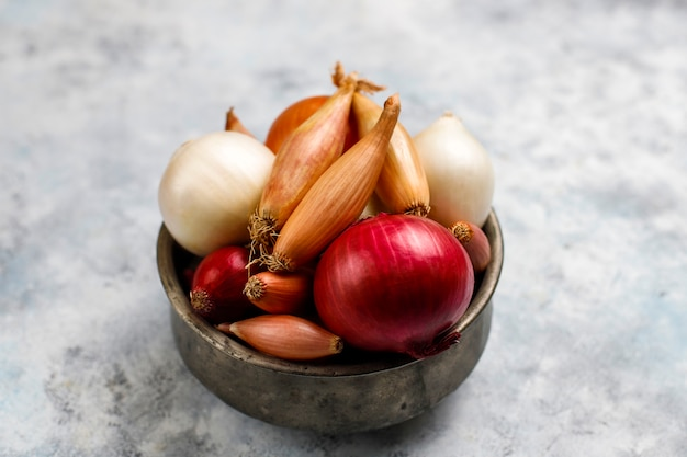 Various types of onions red, white, yellow, shallot Premium Photo