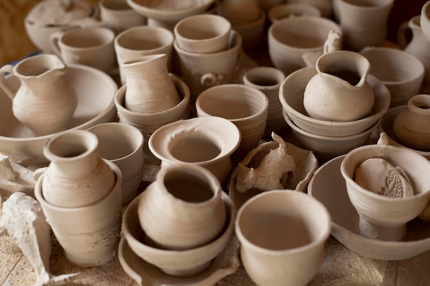 Vari vasi ceramiche da interno laboratorio Foto Gratuite
